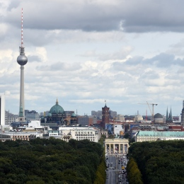 Brandenburger Tor über den Tiergarten gesehen