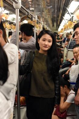 Drive magazine, Youlu Liu using public transport, Shanghai subway